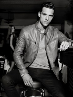 800x1067xarmani-exchange-holiday-2013-campaign-0002.jpg.pagespeed.ic.PoYPkXeqJO