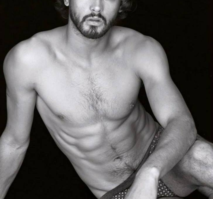 Be inspired by the new catalog Intimissimi man through photos from the Winter Collection 2014. Further more, looks and ideas for comfortable and warm winter.