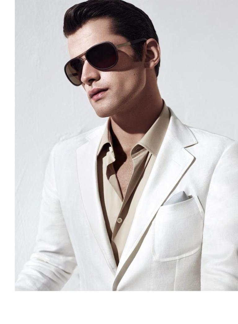 Top model Sean O'Pry fronts its spring/summer 2015 campaign, Turkish label Sarar Joined by Brazilian beauty Aline Weber, Sean models with a charming ease the latest offering of the brand, alternating sartorial suits, with more casual suggestions. Luxury eyewear and refined shoes complete Sean's style, for an always appealing rendition of refined style.
