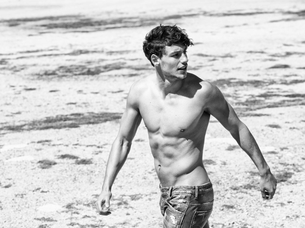 Men's Health Spain presents top model Mariano Ontañón lensed perfectly in a beach venue with casual and urban clothing shot by Edu García.