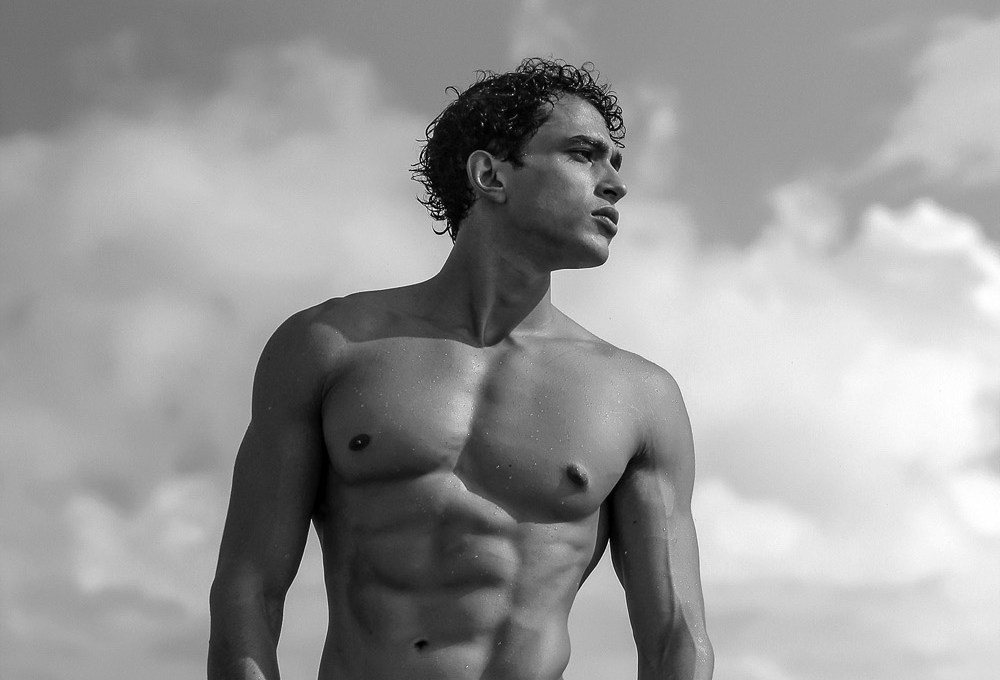 Masculine handsome Brazilian up and coming Ricardo Nogueira is posing his athletic body and figure for the lens of Marcio Farias. Ricardo is signed by 40 Graus Models.