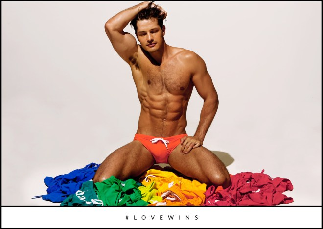 Also we have to mentioned who adorable and sexy look Diego posing for the promotional ad shot Pride #LoveWins that the famous underwear label did a days ago.