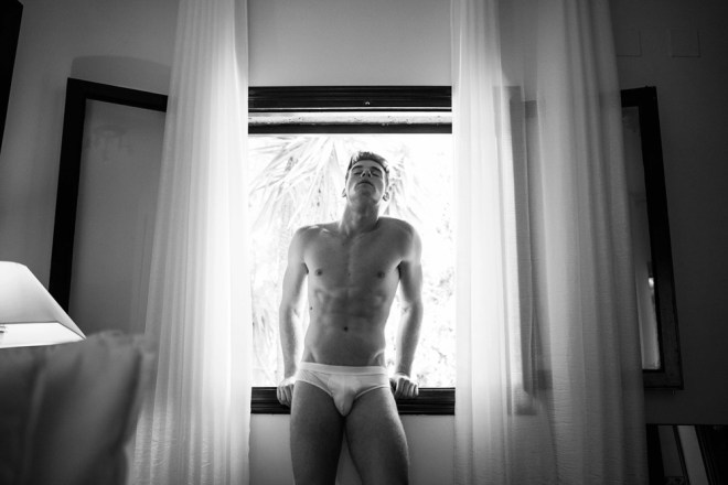 Introducing a new video and a session with stunning newcomer Natán De Segovia De Kraker filmed by Jose Martinez and photographed by Toni Lozano, they both united forces and did a very stunning work, all in black and white, Natán is posing around in a room only in some briefs is a great video, Natán looks so so handsome and adorable.