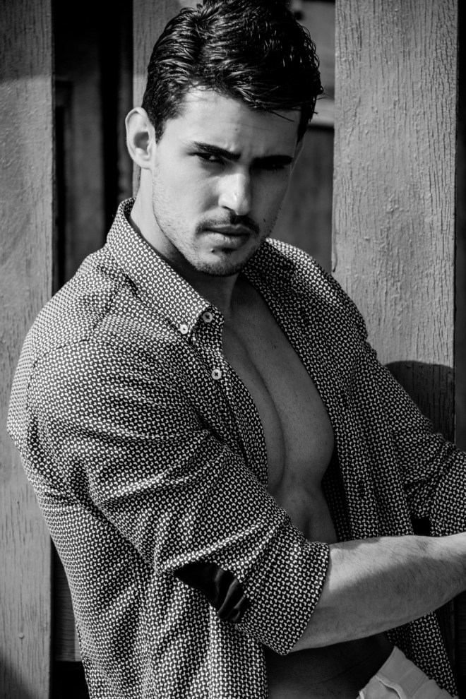 We all know about Brazilian male models, here's Ricardo Barreto a beautiful model represented by 40 Graus Models and he's posing for the lens of Simone Fransisco.