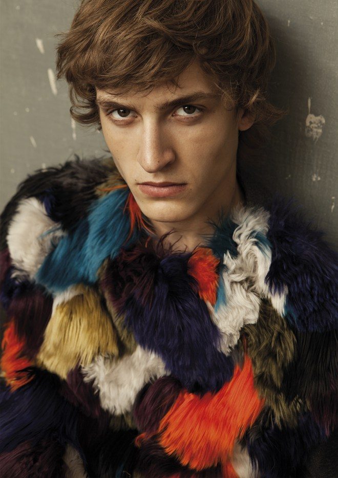 High fashion editorial for L'Officiel Hommes Spain a stunning work by photographer Pablo Sáez and stylist by Álvaro De Juan.
