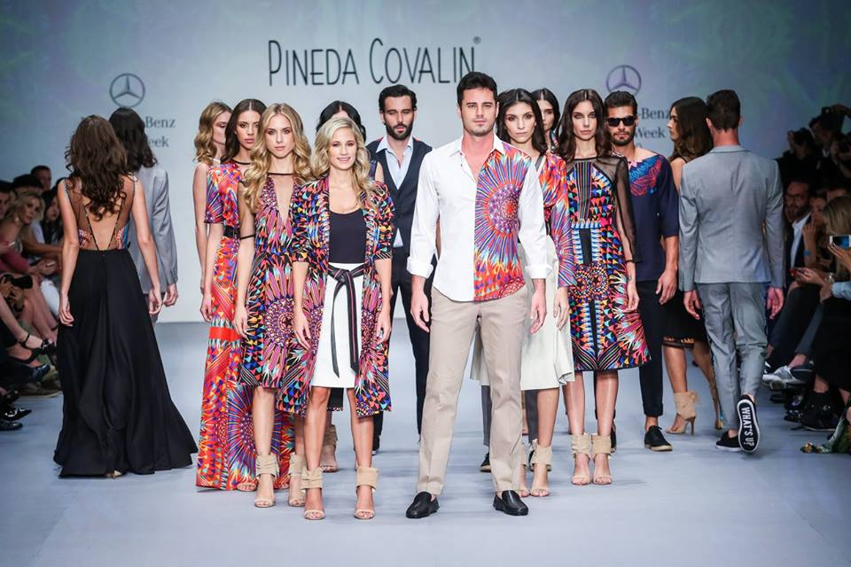 True to its distinctive style, Pineda Covalín presents its Spring / Summer 2016 collection a tribute to the natural diversity of the Latin American people shown through quetzal designs, snuff, jade and art deco within Mercedes Benz Fashion Week Mexico through a graphical development that seeks to recover these elements and express the richness, beauty and modernity of these peoples.