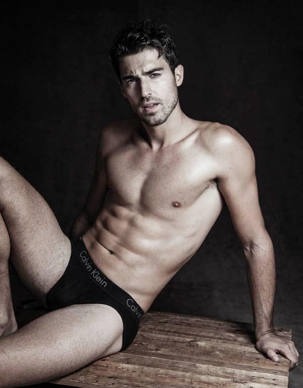 Sight Management Model Antonio Navas reunites with talented photographer Alejandro Brito to update some new snaps of Antonio.