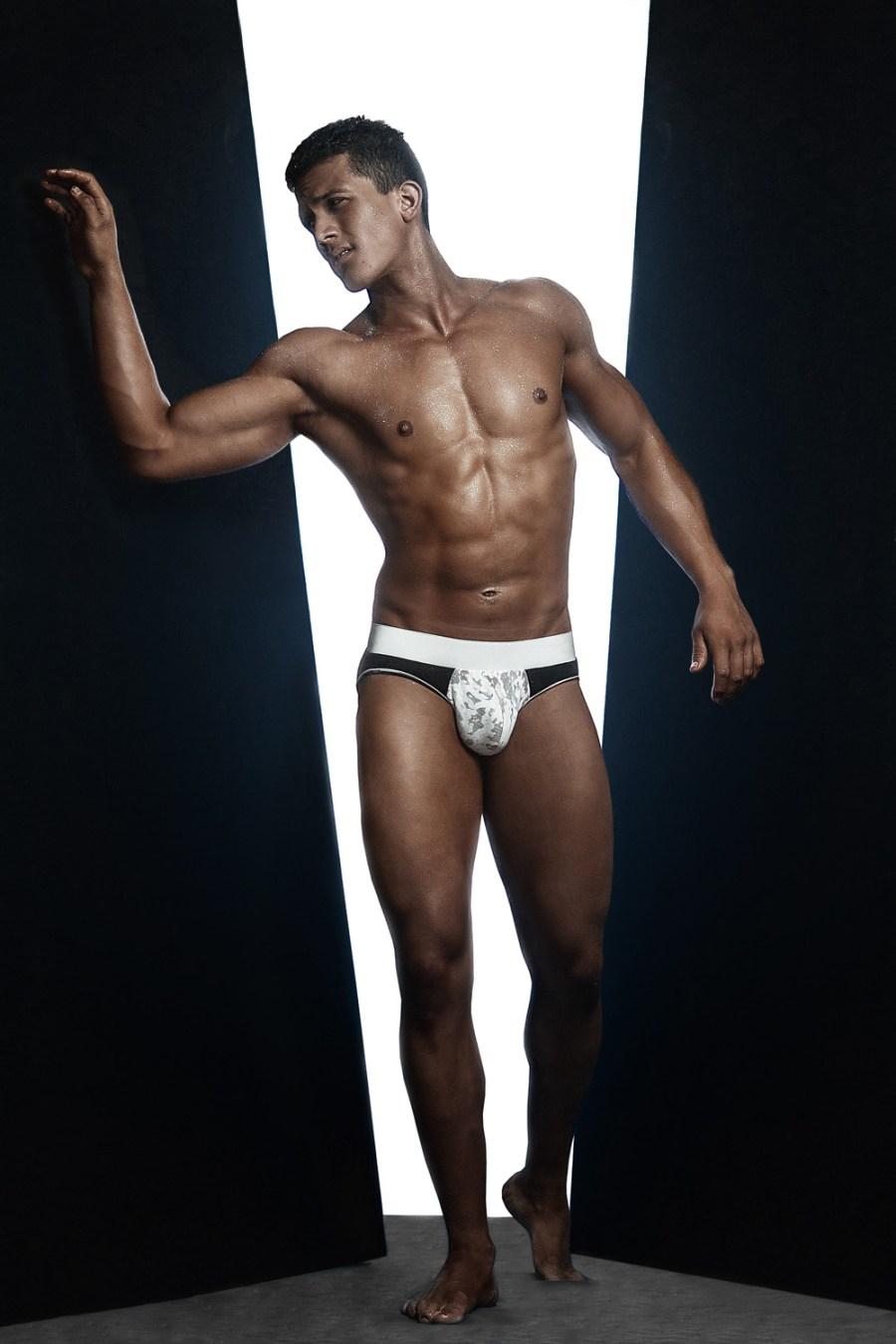 Erik Ramos by Chris Femat for Fashionably Male419