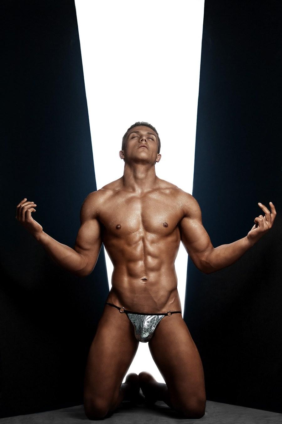 Erik Ramos by Chris Femat for Fashionably Male424