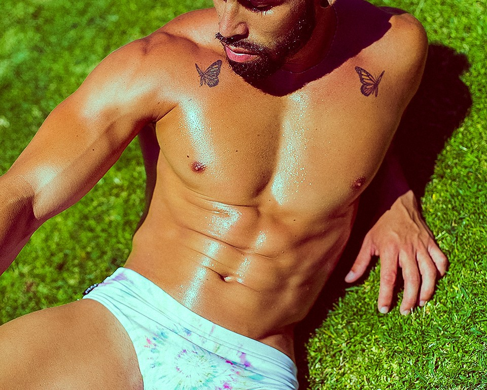 Shot this summer in Maspalomas, in the island of Gran Canaria with fitness model Lionel posing in hot items from Manus Swimwear all pictures by Adrián C. Martín.