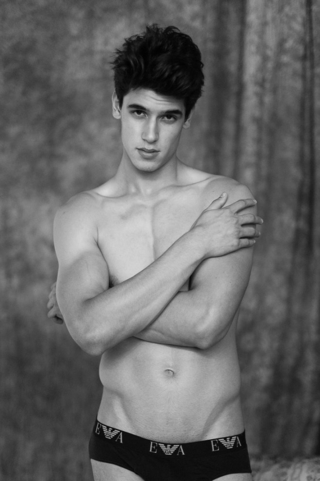 Come on and meet new male model Victor Oliveira by Jeff Segenreich, Victor is 1,89m (6'2) and 17 years old, born in Foz do Iguaçu at Paraná Brazil. He's represented by Agency L'Equipe.