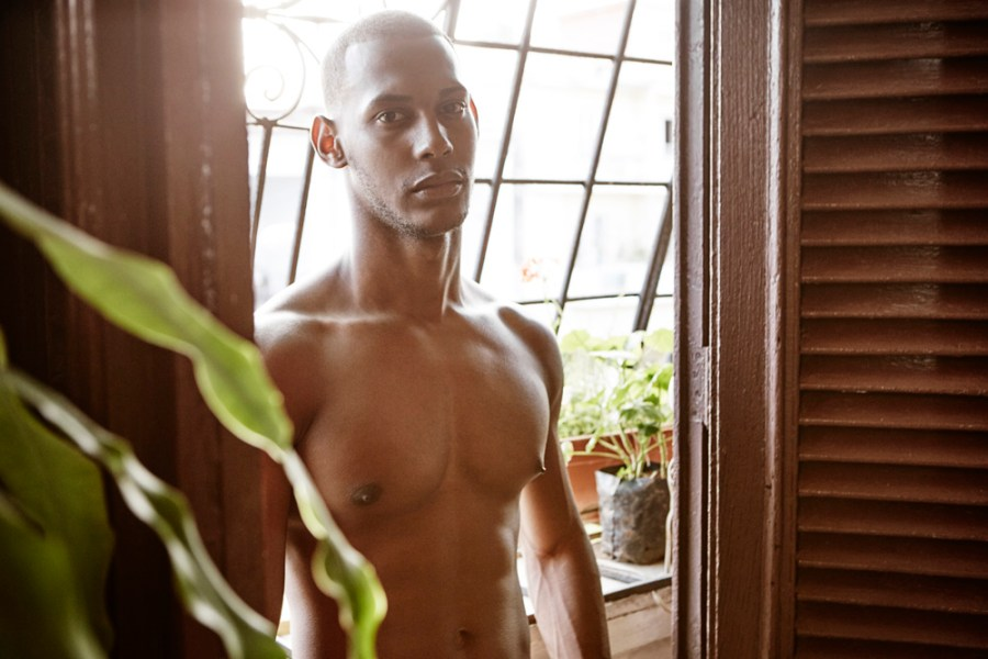 Followed since 2011 the work of photographer Magnus Ragnvid now could be visible here again and we can appreciate Cuba through his eyes. Modeling in front of the lens Diego Gonzalez.