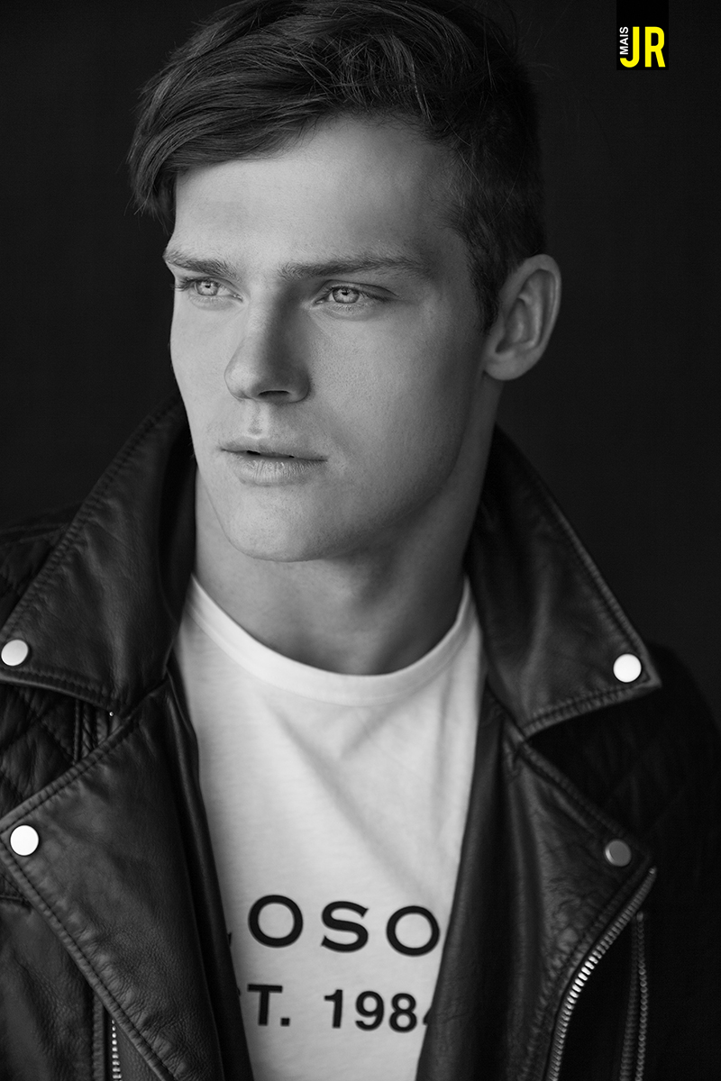 The personal trainer and canadian model Ben Todd posed for photographer brazilian Lucas Ferrier, in an editorial published with hum exclusivity for the magazine MAIS JR (http://www.maisjr.com.br). The boy is 22 years old, 1.80 tall and blue eyes, and clicks were made in New York.