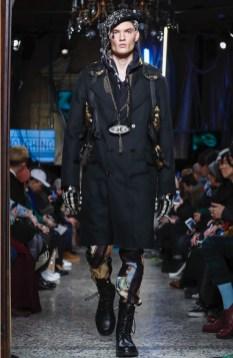 moschino-menswear-pre-fall-fall-winter-2017-milan11