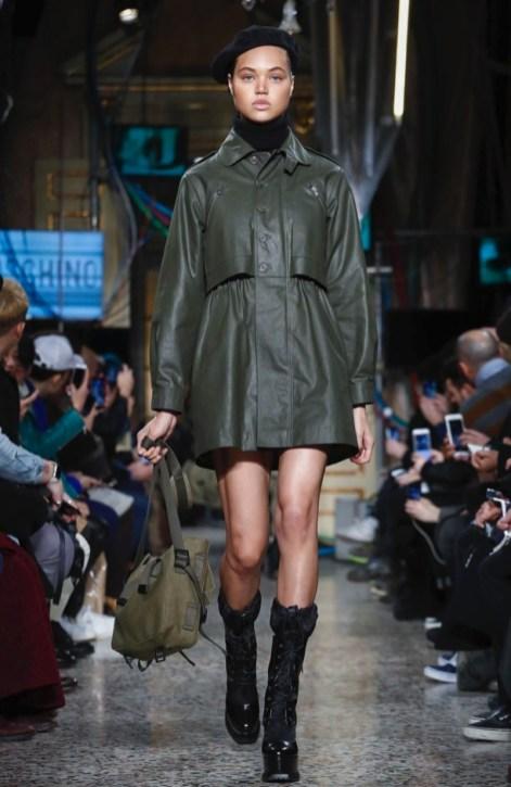 moschino-menswear-pre-fall-fall-winter-2017-milan13