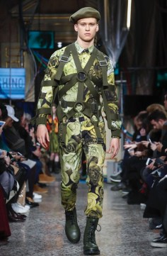 moschino-menswear-pre-fall-fall-winter-2017-milan17