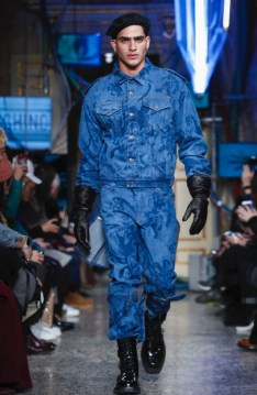 moschino-menswear-pre-fall-fall-winter-2017-milan35