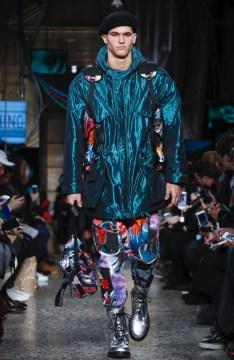 moschino-menswear-pre-fall-fall-winter-2017-milan40