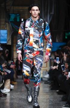 moschino-menswear-pre-fall-fall-winter-2017-milan42