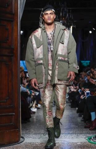moschino-menswear-pre-fall-fall-winter-2017-milan5