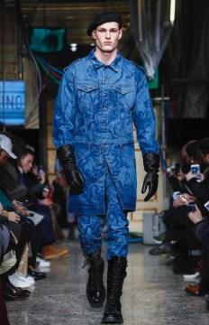 moschino-menswear-pre-fall-fall-winter-2017-milan62