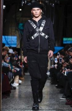 moschino-menswear-pre-fall-fall-winter-2017-milan63