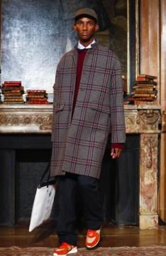 valentino-menswear-fall-winter-2017-paris17