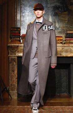 valentino-menswear-fall-winter-2017-paris41