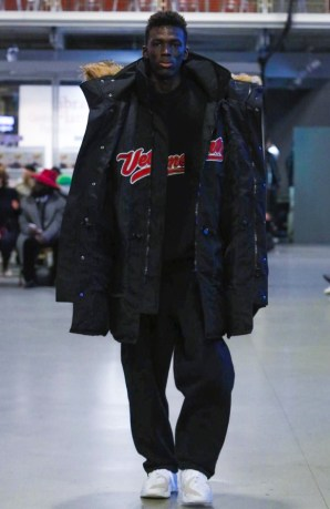 vetements-ready-to-wear-fall-winter-2017-paris6
