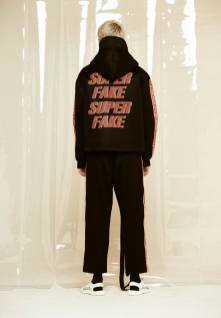 Q DESIGN AND PLAY AW17 SUPERFAKE1
