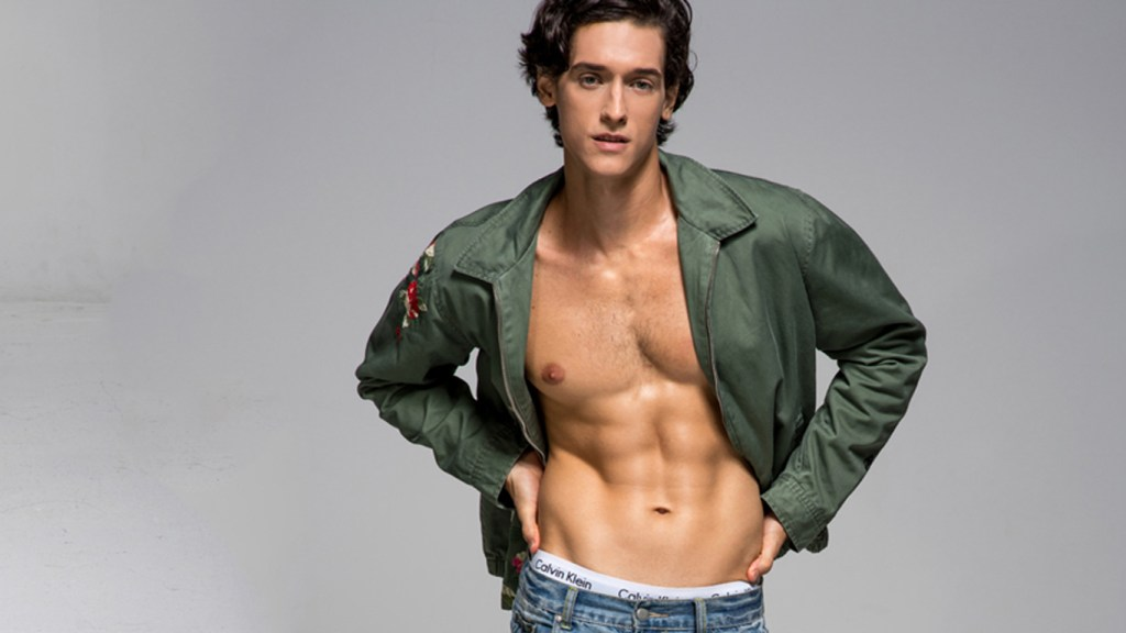 Is now time to show the work of photographer Juliana Soo with Brazilian model Fabricio Bittencourt.