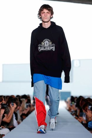 Vetements Ready To Wear Spring Summer 2019 Paris20