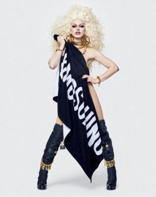 Moschino x H&M Lookbook54