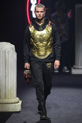 Moschino Menswear Fall Winter 2019 Rome12