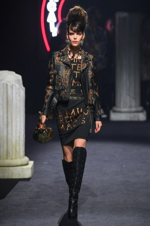 Moschino Menswear Fall Winter 2019 Rome13