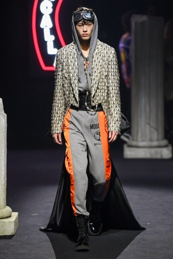 Moschino Menswear Fall Winter 2019 Rome47