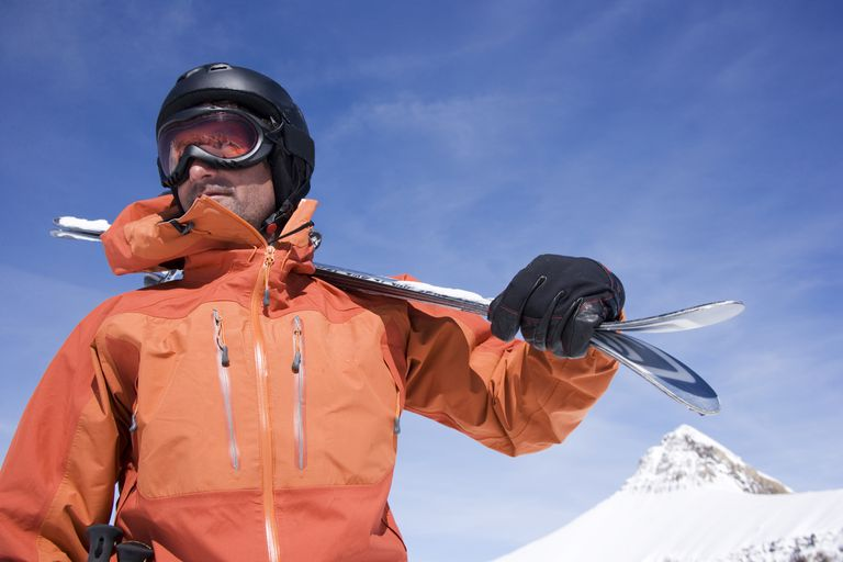 5 Reasons Why You Should Wear Proper Gear Before Skiing