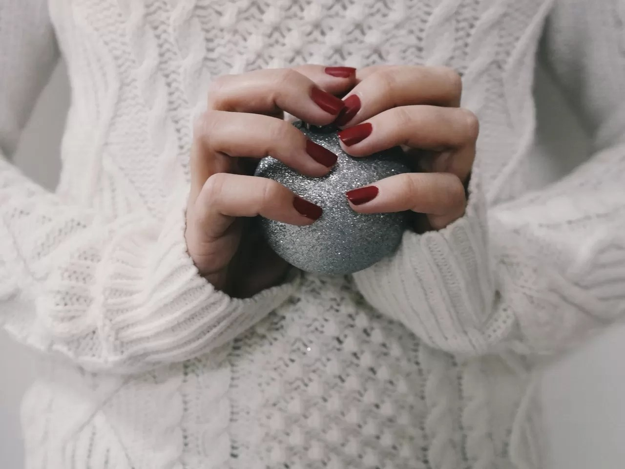 Inspiring Christmas Nail Designs To Try