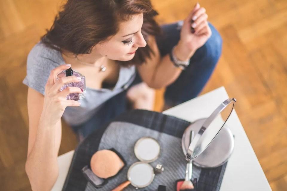 HOE KIES JE DE JUISTE PARFUM GEUR | TIPS VOOR HET KIEZEN VAN HET PERFECTE PARFUM LUCHTJE
