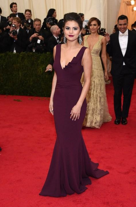 diane-von-furstenberg-met-gala-ball-2014-Selena+Gomez+Red+Carpet+Arrivals+Met+Gala+oJmMaSORGc2x