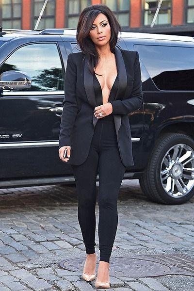 kim_kardashian_plunging_neckline_19rrorm-19rrors