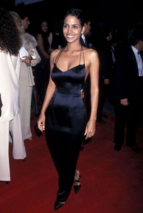 halle-berry-black-dress-sag-awards-1995-h724