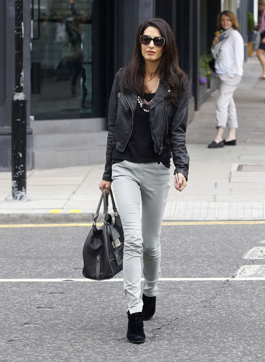 amal-alamuddin-gray-jeans-street-style-h724