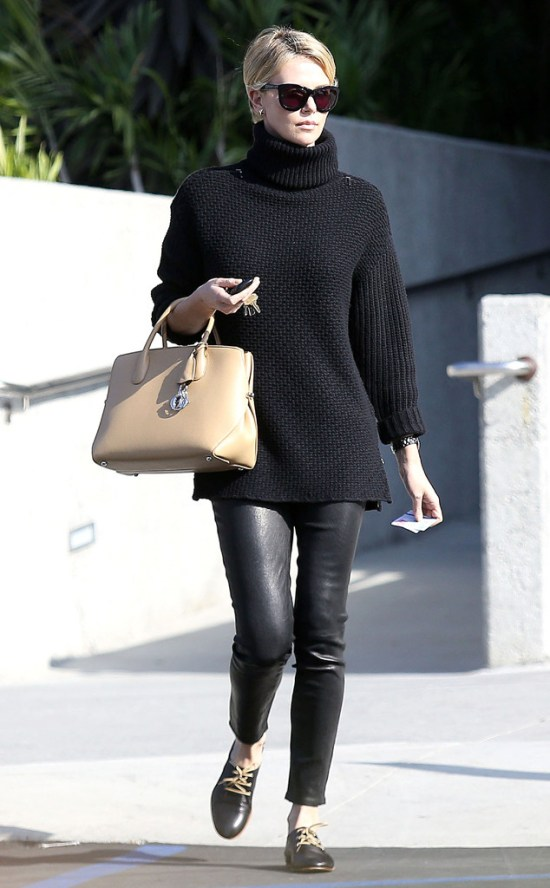 rs_634x1024-131104164025-634.Charlize-Theron-Turtleneck-Leather-Leggings.ms.110413