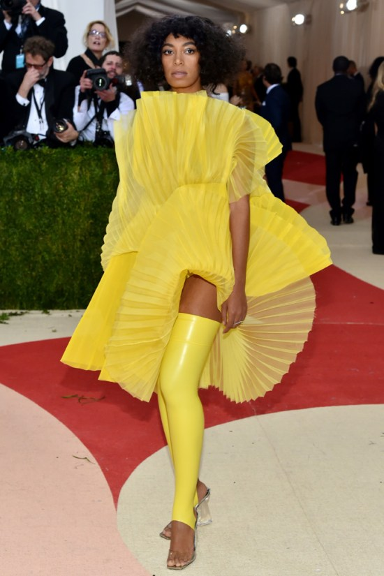 solange-met-gala-2016-red-carpet