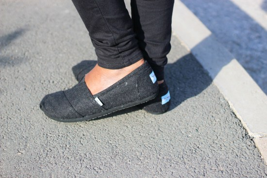 toms-shoes-image