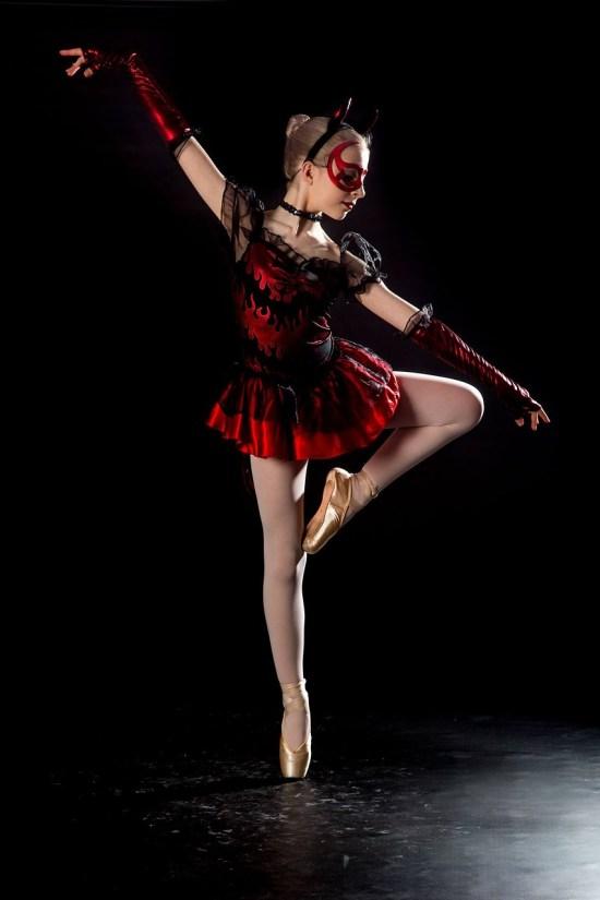 dancer-2471026_1280