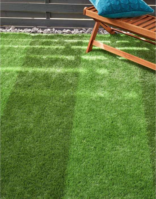 Benefits of articial grass image