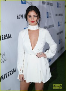 Selena Gomez arrives at the City of Hope's Spirit of Life Gala, honoring UMG's Chairman and CEO Lucian Grainge at the Santa Monica Civic on Thursday, Nov. 5, 2015. (Photo by Matt Sayles/Invision for City of Hope/AP Images)
