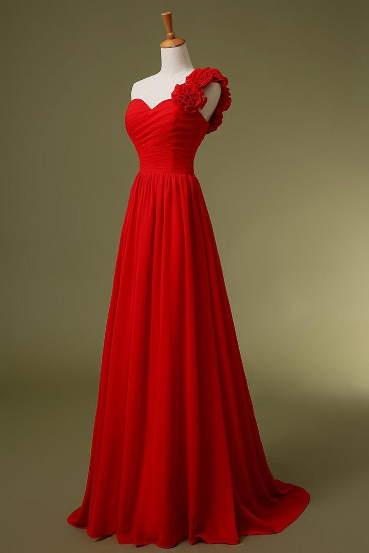 Look your very best as a bridesmaid by wearing the red